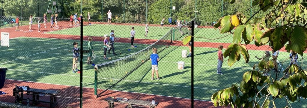 Learn To Play Tennis At The Queens Park Tennis Club Jan 11th Feb 15th 12 00 1 00 Tennis Sussex